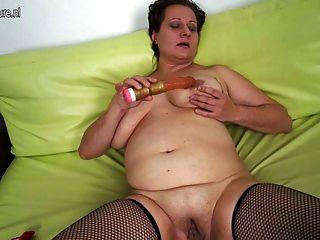 Amateur madre madura con grandes tetas flacas