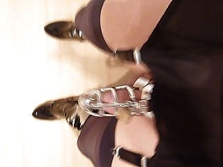 Paseo de la correa de nylon con la jaula y la eslinga de la bola