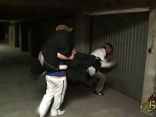 Beurette baisee sauvagement en un garaje par 2 mecs