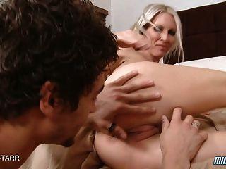 Hot blonde milf emma starr obtiene un creampie