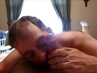 Cocksucker tomando una carga