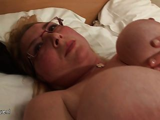 Rubia grande puta hootered mostrando sus cosas