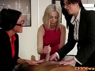 Tres oficinistas cfnm femdom sluts wanking