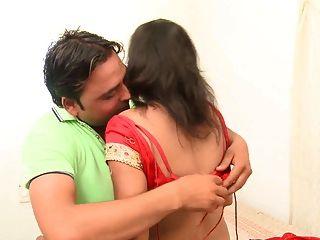 Desi indian tía seducido por el amigo hubbys