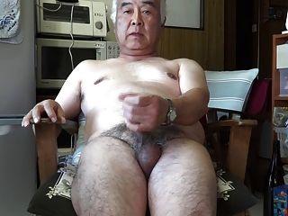 Japanese old man masturbation eyaculación en la cocina