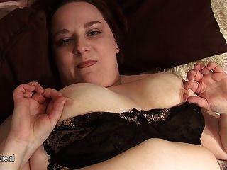 Penélope rechoncho se masturba solo