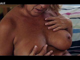 Abuelita amateur con cuerpo caliente y coño hambriento