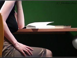 Sin sujetador en la biblioteca
