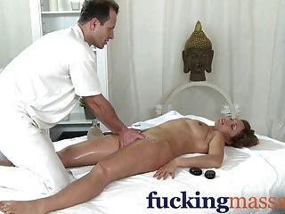 Salas de masaje milf leyenda silvia muestra masajista cómo montar