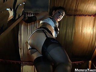 Señora tangente pie fetiche cara sentada femdom