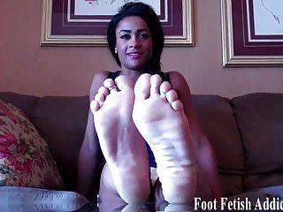 Quiero que me chupe los pies