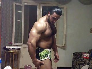 Músculo árabe peludo caliente