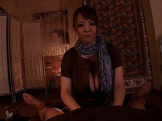 Precioso japonés con grandes tetas