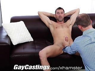 El jersey de los gaycastings le gusta salir desnudo en la cam