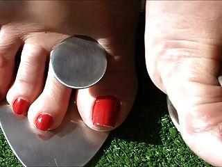 Pies sexy en tacones de metal 3
