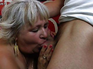 Abuela peluda chupar y joder su culo