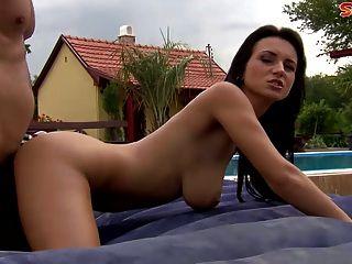 Grande boobed nena ama anal