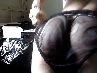 Dildofun con bragas de satén y nylon negro