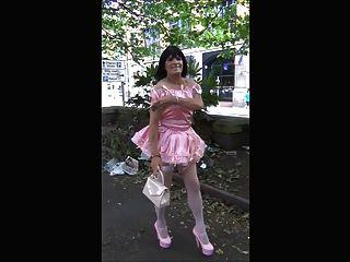 Donna sissy slut paseo público