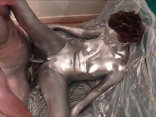 Pintura de cuerpo de plata, sexo y tráiler solo