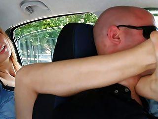 Unp001 brat car italiano chica pie sofocante hombre