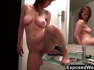 Sara orgasmos en el baño