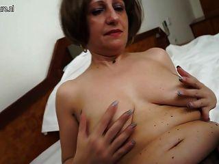 Amateur 55yo madre y su coño húmedo de edad