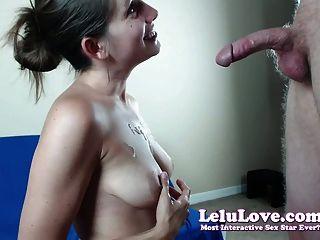 Webcam girl lo sorprende con la mamada en vivo luego se masturba