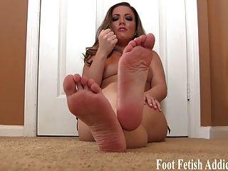 Acariciarlo para los pies blandos y dedos de los pies joi