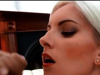 Hermosa rubia enorme facial
