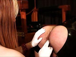 Lo mejor para follarte con mi querida correa en femdom 3some
