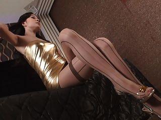 Asiático glamour hermosa joven en ropa sexy v1