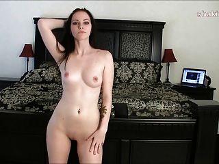 Pelar desnudo después de un entrenamiento