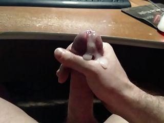 Acariciando mi polla para una gran carga de cum