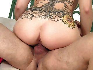 Le encanta chupar y buen sexo