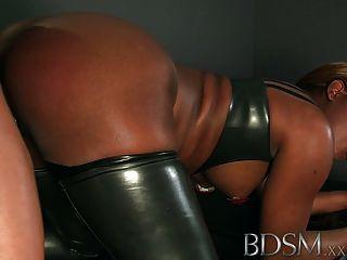 Bdsm xxx enjaulado y esclavos esclavos obtener una buena bofetada