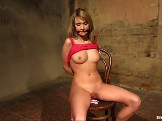 Angel piaff silla atado amordazado pelado desnudo vibrado