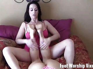 Stripper sadie holmes le da un footjob y handjob