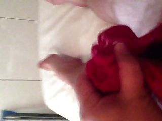 Cumming en las bragas rosadas