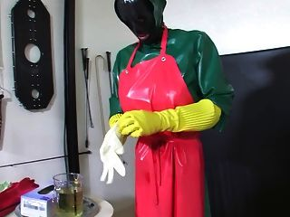 Bizarre rubber enema servant 2 de 5