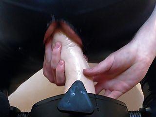Puño de goma fucking duro con un nuevo stand para arruinar mi culo