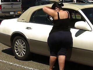 Super gruesa latina milf en spandex con culo enorme !!