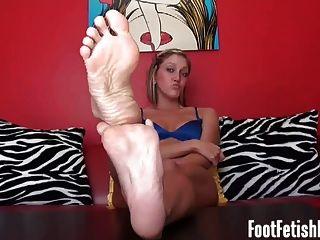 Tirón a mis pies de ébano sexy