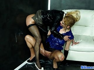 Gloryhole lesbianas fisting wet box