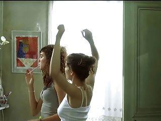 Laetitia casta topless en el gran apartamento