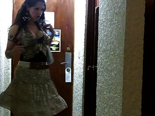Nikki ladyboys listos para la prostitución
