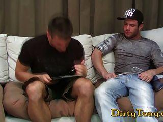 Musculoso obtiene un jugoso pedazo de culo