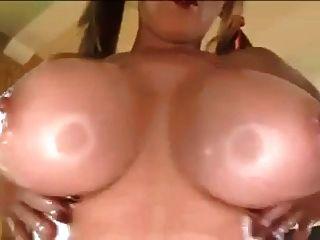 Papa big breasted milf obtiene follada titty