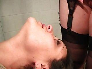 Lesbianas bdsm mujer en bondage facesitting