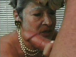 Premio 9 de la abuelita madura con un hombre